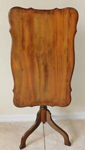 Beautiful Small Petite Antique/Vtg Solid Wood Tilt Top Accent Tea Table