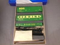 HO SCALE ATHEARN SPECIAL EDITION READING BOX CAR GONDOLA 3-PACK KIT