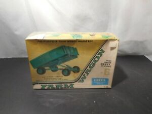 Model Kit John Deere Farm Wagon