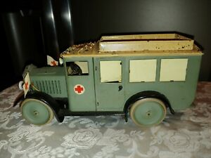 Vintage Metal War Hausser Medic Unit Vehicle with Four Figures