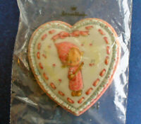 Hallmark PIN Valentines Vintage BETSEY CLARK Lacy HEART Banjo Holiday Brooch NEW