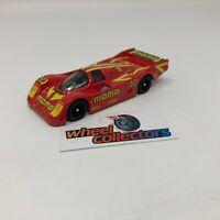 Porsche 962 MOMO * 1:64 Scale Diecast Model Diorama Hot Wheels * F1711