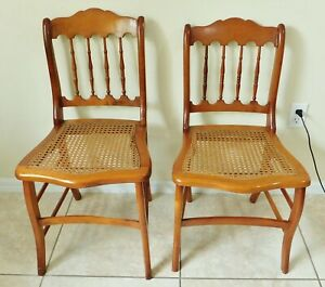 PAIR Antique/Vtg Maple Wood Spindle Back Cane Seat Dining Accent Side Chairs