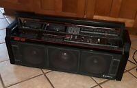 VTG Hitachi AM/FM/Cassette Boombox MULTIPLE SPEAKERS TDK-3D8H GHETTO BLASTER