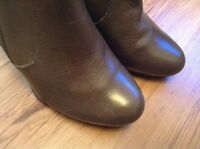 New 🌹Clarks Softwear🌹Size 6 D Linda Coniston Grey Olive Leather Ankle Boots
