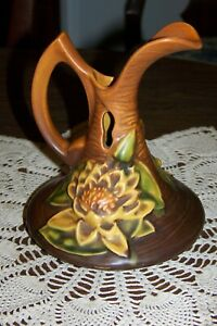 Roseville Pottery USA - Water Lily Brown - Cruet or Ewer 10-6 - Exceptional Cond