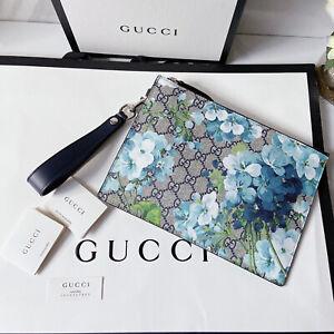 GUCCI GG Supreme Monogram Blooms Zip Pouch Beige Blue Leather Wristlet Clutch