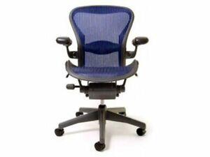 Blue Herman Miller Aeron Mesh Office Desk Chair Medium Size B semi adjust lumbar