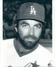 1985 Press Photo Handsome Bearded Actor Tom Selleck Wearing L.A. Dodgers Hat