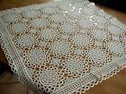Handgehäkelte weiße Tischdecke 90 x 90  cm . Tolles Muster .