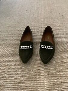 Soda Slip On Shoes With Gold Chain Accent Size 6 1/2