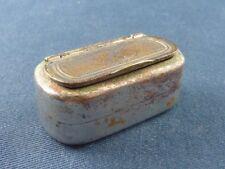 Ancienne petite tabatière en métal