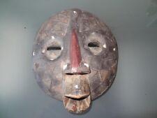 ancien masque africain ethnie luba bois léger incrustations coquillages et métal
