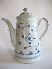 Schöne Kaffee oder Teekanne aus Porzellan