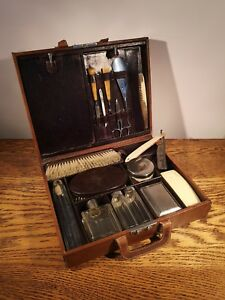 FINE QUALITY GENTS LEATHER WEEKEND VANITY CASE WITH ORIGINAL FITTINGS c1940's