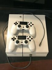 White Sony PS4 - 2 Controllers - 1 Game