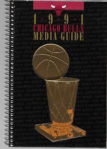 1991 CHICAGO BULLS MEDIA GUIDE NBA BASKETBALL UNITED CENTER JORDAN PIPPEN GRANT