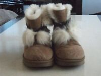 Ladies UGG  Bailey bow suede leather beige ankle boots Size UK 6.5 / 39