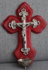 TRES GRAND BENITIER CHRIST CRUCIFIX SUR VELOUR ROUGE 40 Cm