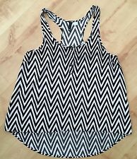H&M DIVIDED Black & White Zig-Zag Sleeveless 3-Buttons Shaped Top UK10 Worn Once