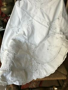 Vintage white circular cotton table cloth & napkins 160 cm diameter