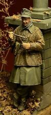 D-Day Miniature 35025 1/35 German Waffen SS Soldier at Eating, Ardennes 1944