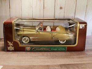 Road Legends 1949 Cadillac Coupe Deville Convertible 1:18 Scale Diecast Car Gold