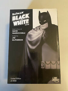 DC Collectibles Black and White Batman Mazzucchelli First Edition 378/5000