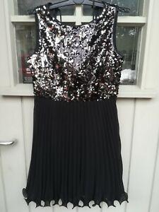 kurzes Pailletten Kleid von Vera Mont Größe 40