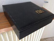 Ancienne et jolie boite rangement en bois et cuir ? fleur de lys et lions