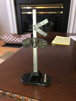 LIONEL TRAINS POSTWAR #154 HIGHWAY GRADE CROSSING SIGNAL - As Is Not Tested
