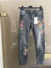 NEUE Zara Jeans grau Blüten Gr. 36