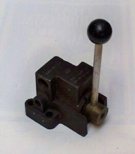 NOS hydraulic directional valve, manifold motor mount, fits Char-Lynn H, S, etc.