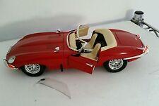 """Jaguar type """"E"""" 1961 - Echelle 1/18 marque BURAGO - pare brise endommagé"""