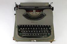 Vintage 1954 SWISSA PICCOLA Typewriter German Keyset Original Case + Key