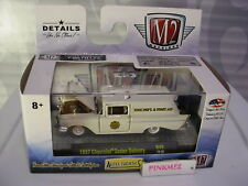 M2 Machines 1957 CHEVROLET SEDAN DELIVERY∞white;FIRE & FIRST AID∞R49 18-30∞4500
