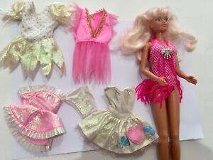 Sindy Hasbro 1994 Doll With Other Clothes