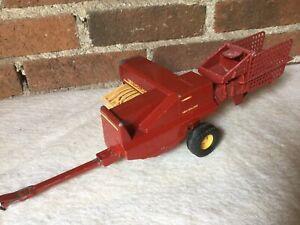"Farm Toy, New Holland Hayliner Hay Baler, Red & Yellow, ERTL #318-8601 12x7"""