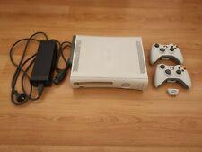 Xbox 360 mit 2 Controllern, Headset Adapter und 32 Spielen