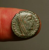 R18-32  Divus Constantine I, death commemorative. Veiled head, struck AD347-348