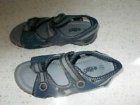 BOYS SUMMER SANDALS WITH VELCRO FASTENINGS - UK SIZE 2