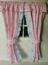 Winzige GARDINE,13cm lang,rosa,hellblaue Mini-Rüsche Kinderzmmer Puppenstube,