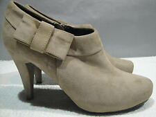 WOMENS 7 M ME TOO BEIGE/KHAKI SUEDE LEATHER PLATFORM HEELS ZIPPER ANKLE BOOTS