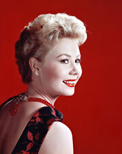 Mitzi Gaynor UNSIGNED photo - B2226 - BEAUTIFUL!!!!!