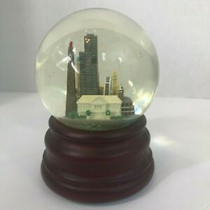 Chicago Skyline Snow Globe Music Box Frank Sinatra (Chicago Is) 'My Kind of Town