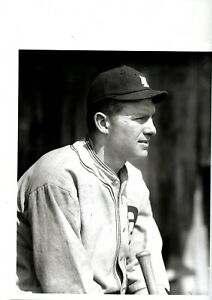 2 SPORTING NEWS PHOTOS OF DETROIT TIGERS HALL OF FAMER HENRY 'HEINIE' MANUSH