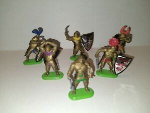VINTAGE BRITAINS DEETAIL 1987 GOLD KNIGHTS WITH SHIELD AND WEAPONS