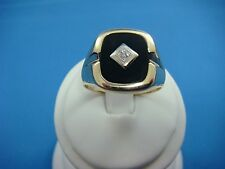 10K YELLOW GOLD MEN'S ONYX AND DIAMOND CLASSIC RING, 7.8 GRAMS, SIZE 12