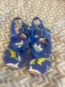 Boys Size 7 Surf Style Summer Flip Flops Blue Shark