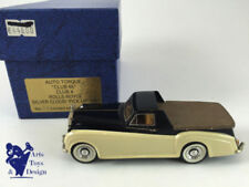 Pick-ups miniatures en métal blanc